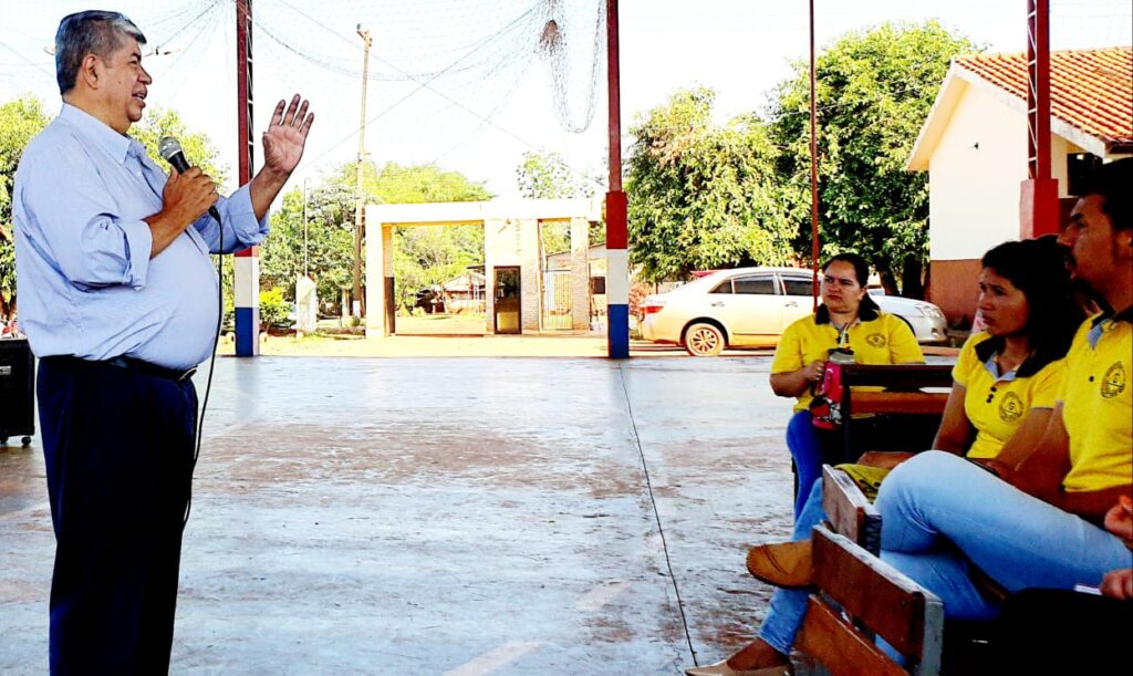 David Galeano Olivera explica las estrategias para aprender guaraní